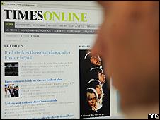 Usuário consulta o Times Online (arquivo)