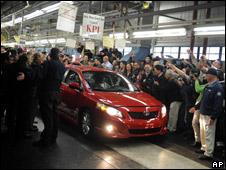 在美国加州开设的首个汽车工厂星期四完成了最后一天的组装后关闭(01/04/2010)