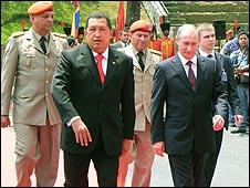 بوتين يوقع سلسلة من اتفاقات الطاقة والفضاء مع شافيز 100403032936_sp_putin_chavez_afp_226x170