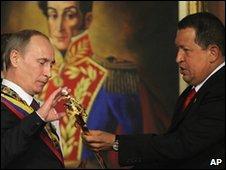 هوگو چاوز و ولادیمیر پوتین