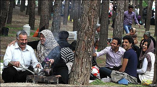 خانواده ایرانی در سیزده بدر