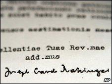 A carta de 1985 com a assinatura de Joseph Ratzinger