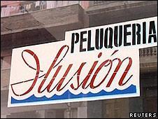 Fachada de peluquería en La Habana, Cuba