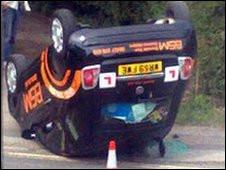 Carro após acidente (Foto: BBC)