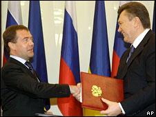 Медведев встретится с Януковичем в Донецке