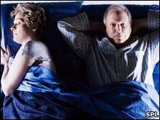 Marido y mujer durmiendo