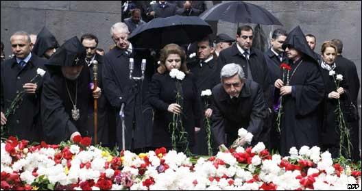 مراسم یادبود نود و پنجمین سالگرد کشتار ارامنه در ایروان، پایتخت  ارمنستان