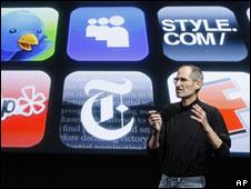 آبل تتخطى مايكروسوفت لتصبح اكبر شركة منتجات تكنولوجية 100430121938_sp_steve_jobs_ap