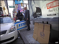 Policía en el lugar donde estaba la camioneta Nissan