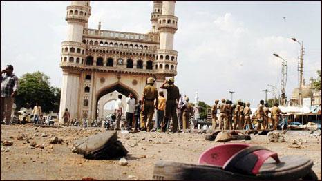 2007 में मक्का मस्जिद में विस्फोट और फ़ायरिंग के बाद का एक दृश्य