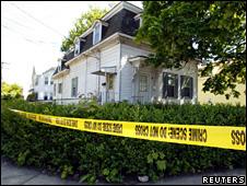 A casa do carteiro foi isolada pela polícia