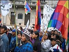 Indígenas protestan por las  calles de Buenos Aires
