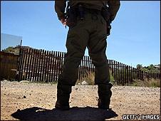 Soldado de EE.UU. en la frontera de Arizona con México