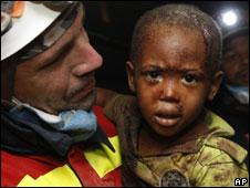 Niño rescatado en Haití
