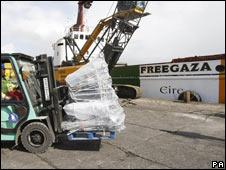 """Labores de carga en el """"Rachel Corrie"""""""