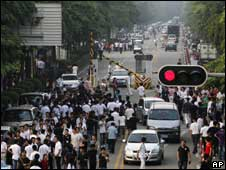 深圳富士康廠區員工上下班高峰期(27/5/2010)