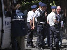 Policiais perto do Palais de Justice após o crime