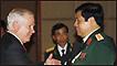 Hai ông Phùng Quang Thanh và Robert Gates tại Đối thoại Shangri-La 2010