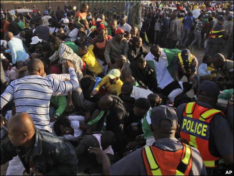 16 جريحاً في تدافع باستاد في جنوب افريقيا