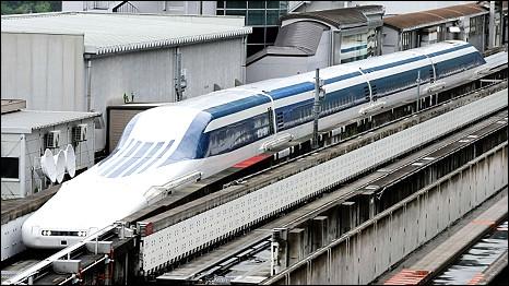 Tàu Shinkansen ở Tsuru, cách Tokyo 100km