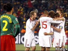 فرحة لاعبي الدنمارك بالهدف الثاني
