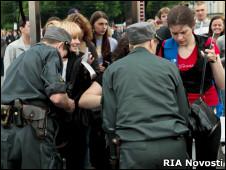 Немало россиян считает, что милиция служит не гражданам, а  правительству и самой себе