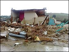 As águas do rio  destruíram a maioria dos prédios públicos de Branquinha (fotos: Paulo  Cabral)