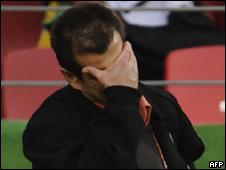 Dunga durante jogo da Holanda nesta sexta-feira (AFP)
