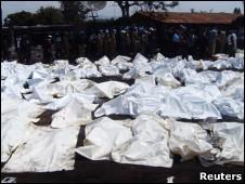 Cadáveres cubiertos en Republica de Congo.