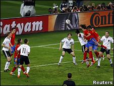 رأسية بويول حققت أول هدف لاسبانيا