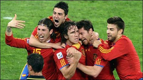 Carles Puyol setelah cetak gol