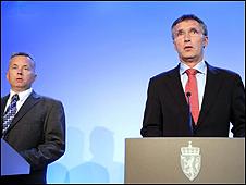 عقد رئيس الوزراء النرويجي ينس ستولتنبرغ ووزير العدل نوت ستوربيرغيتا مؤتمرا صحافيا