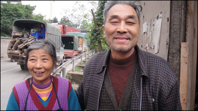 Outside Chongqing, Mr Shi Yankang and his wife are happy the Chinese government is going to knock down their old home to make way for an industrial park. They say they will receive compensation and move into a modern apartment.