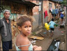 Moradores de favela no Rio de Janeiro (Abr/Arquivo)