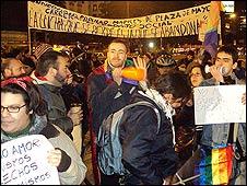 Contra-protesta en favor del matrimonio homosexual.