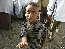 Niño pidiendo dinero en Addis Abeba, Etiopía