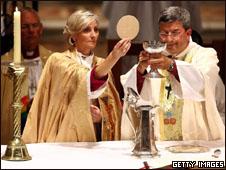 Mulher é ordenada bispa da Igreja Anglicana na Austrália (Getty Images, 22 de maio de 2008)