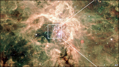 """علماء الفضاء يرصدون """"النجم الجبار"""" 100721150830_astronomers_detect_monster_star_466x262_ap.jpg"""