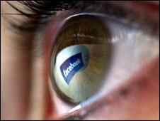 نصف مليار قد انظم الي الشبكة  فيسبوك 100721184109_facebook_226x170_nocredit