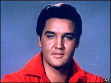 Imitador de Elvis Presley.