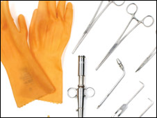 Lote de objetos a subastar supuestamente usados en el embalsamamiento de Elvis Presley. Imagen proporcionada por la casa de subastas Leslie Hindman de Chicago.