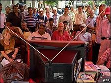 Seguidores de Chávez ven por televisión la intervención del  embajador colombiano ante la OEA