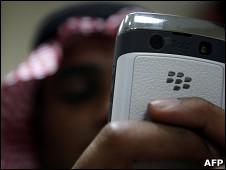 سعودي يستخدم بلاك بيري في الرياض