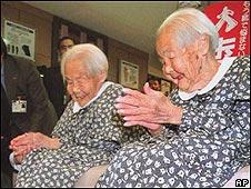 Las ancianas gemelas japonesas Kin Narita y Gin Kanie, que murieron en 2000 y 2001.