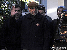 Fernando Lugo sale de una clínica de Asunción
