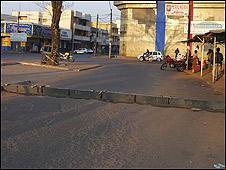 Barrera en bocacalles de acceso a Pedro Juan Caballero