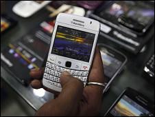 الهند ترجئ فرض الحظر على هواتف بلاكبيري 100812174248_blackberry_india_226x170_nocredit