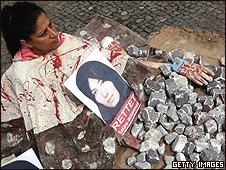 Manifestante em Berlim contra o possível apedrejamento de Sakineh Mohammadi-Ashtiani/Getty Images