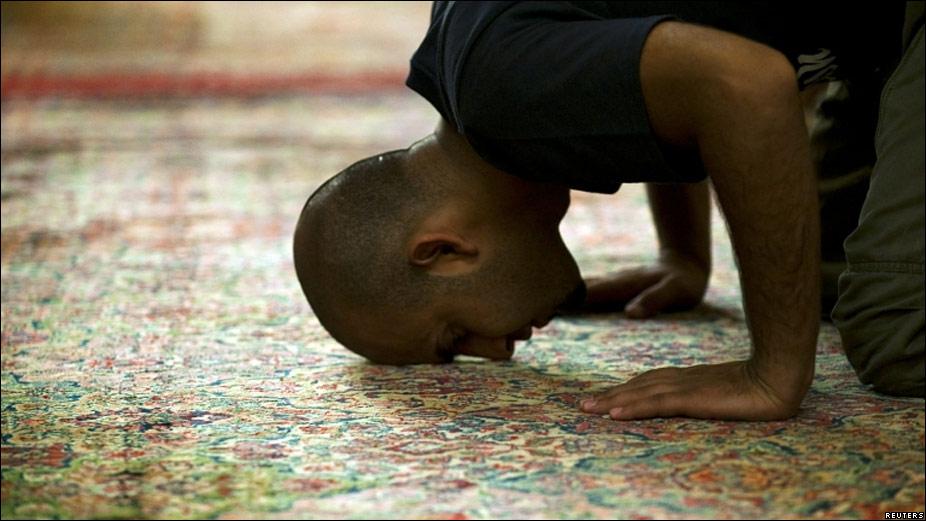 Resultado de imagen para oracion musulman bbc