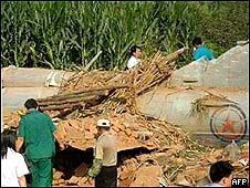 Restos del fuselaje del avión norcoreano.
